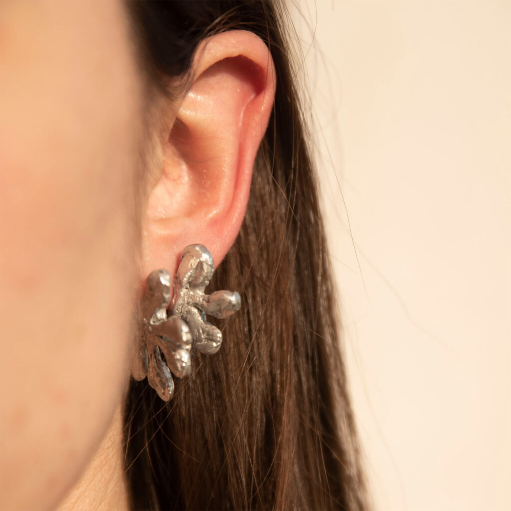 Tin earrings mani