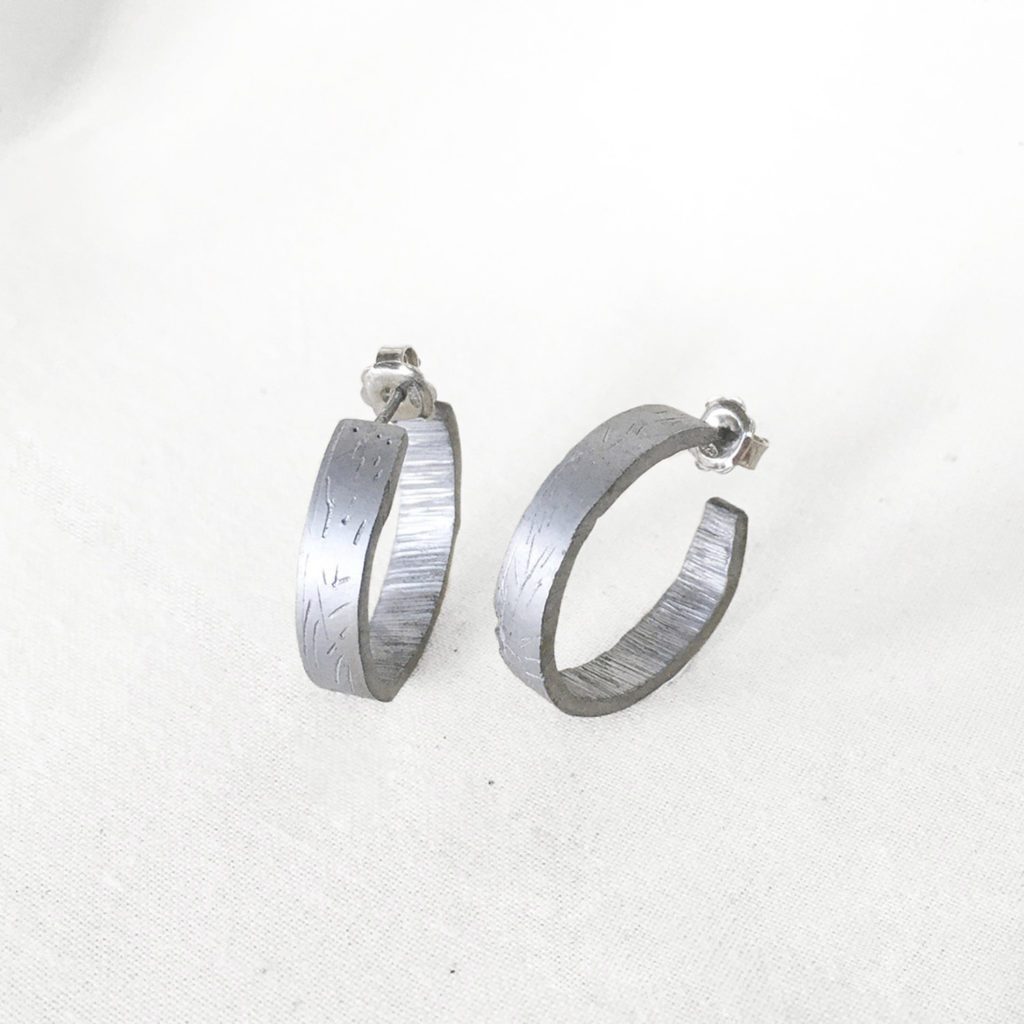 Chunky small earrings
