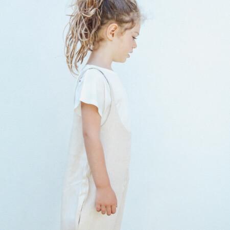 Salopette Isidora beige e t-shirt Niki