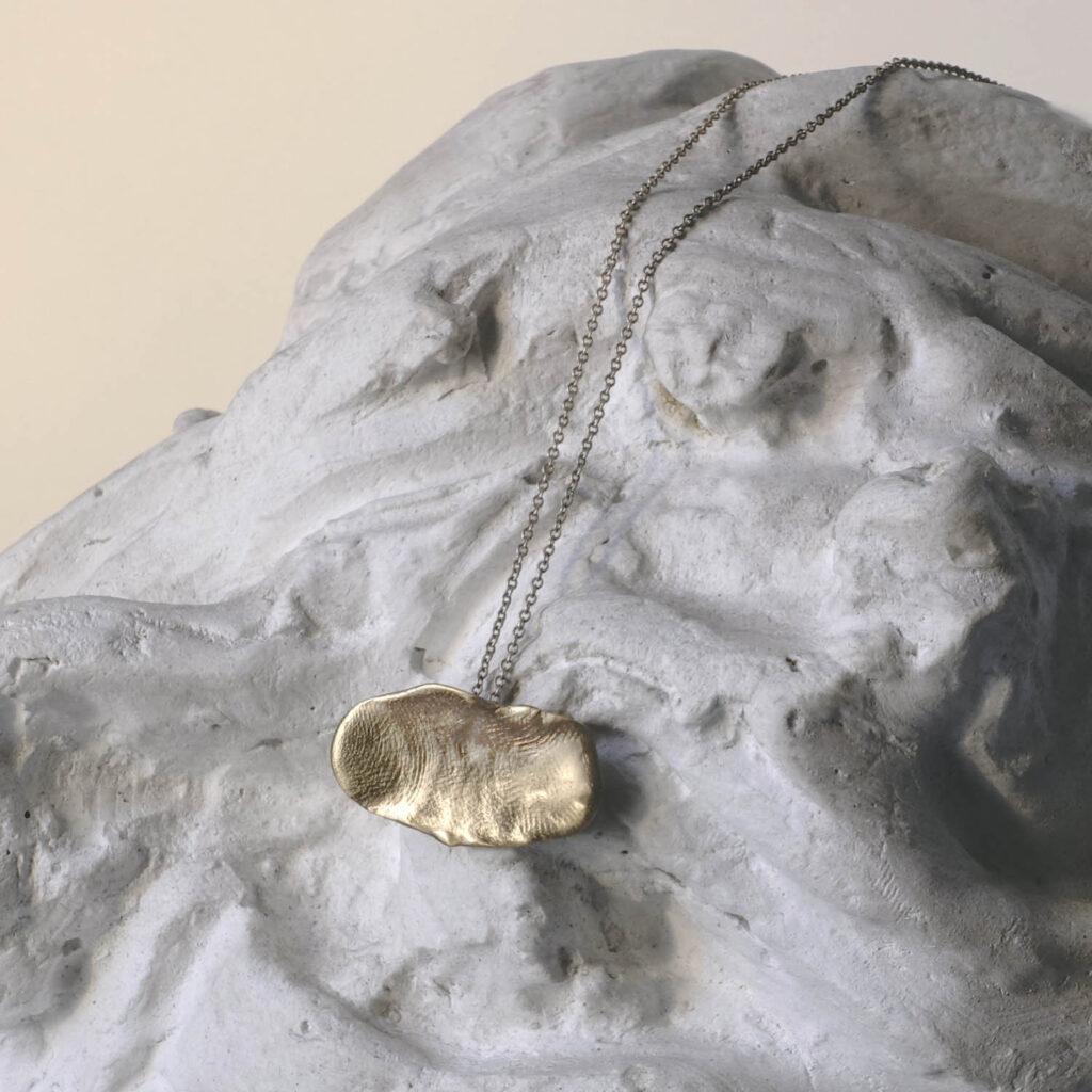 Trace Oval Necklace