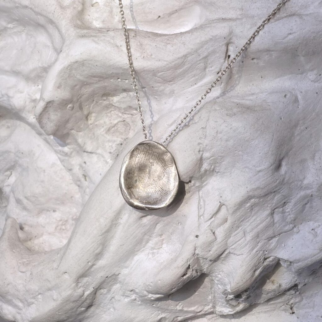 Trace Round Necklace