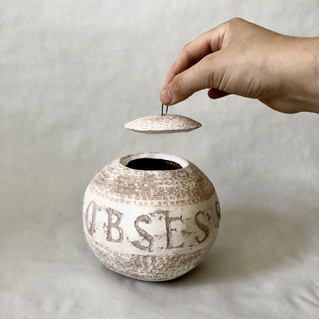 Obsession-noissesbO vase