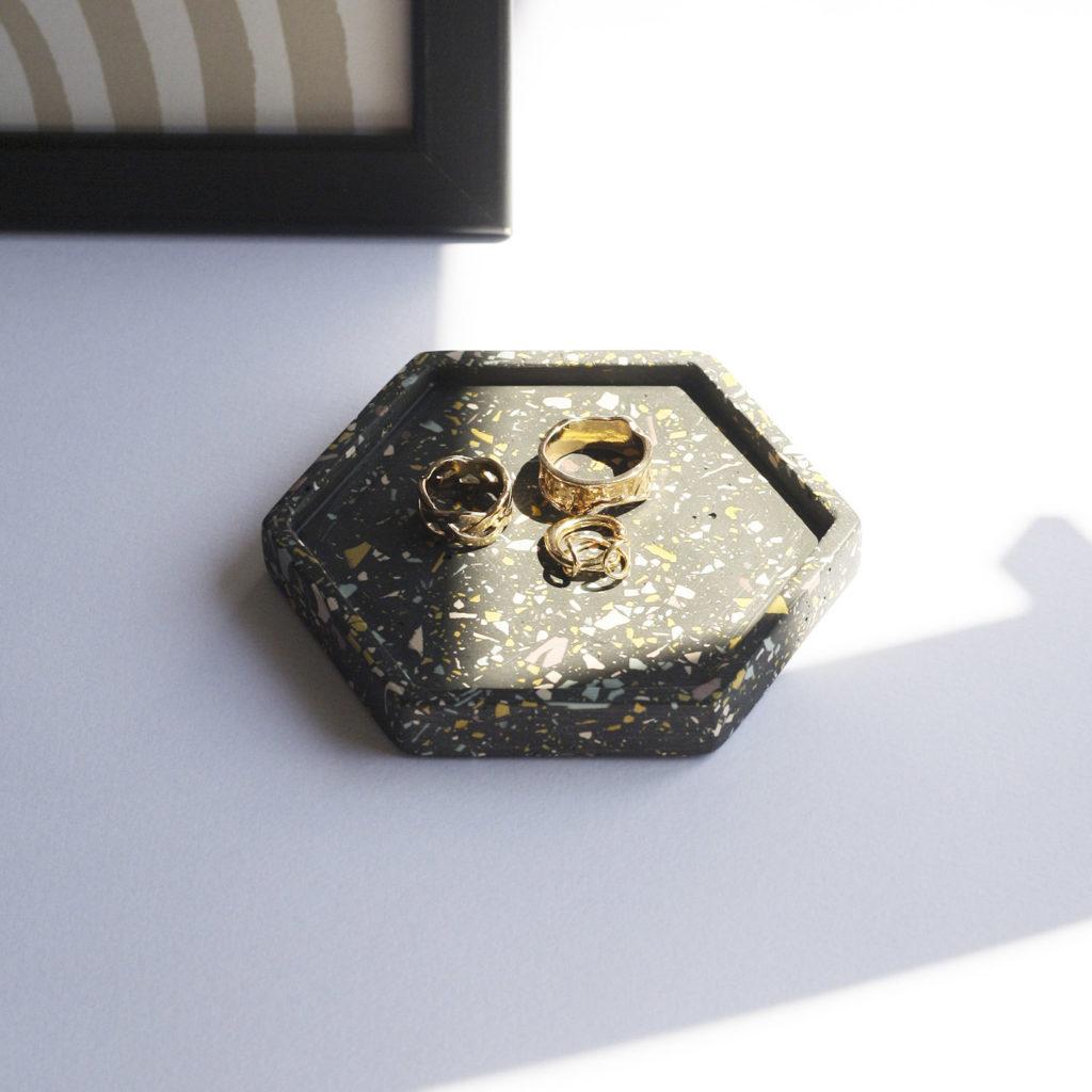 Black hexagonal pocket emptier